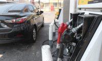 Precio de combustibles a bajado considerablemente en estos d'as las gasolineras se nota varias personas llenando sus tanque de gasolina.   fotograf'a Erick Avila            07/04/2020