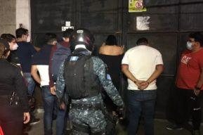 Hospitalizan por covid-19 al hombre detenido en un centro nocturno por infringir la ley seca