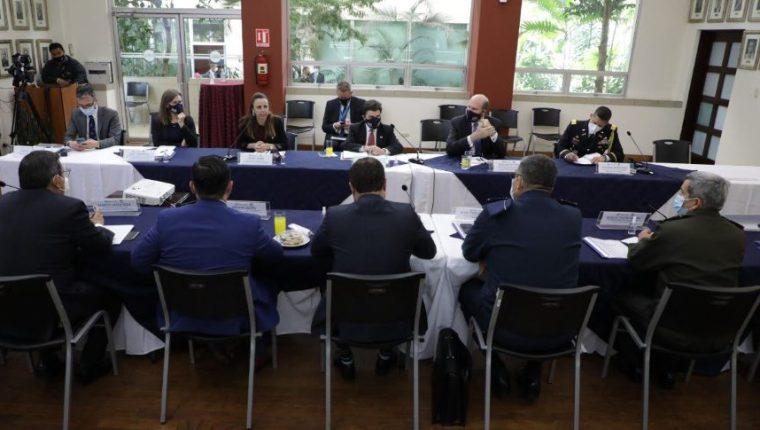 Ricardo Zúñiga, enviado especial de Estados Unidos para el Triángulo Norte de Centroamérica, participó en reuniones temáticas en tres mesas de trabajo. (Foto Prensa Libre: Cortesía Minex)