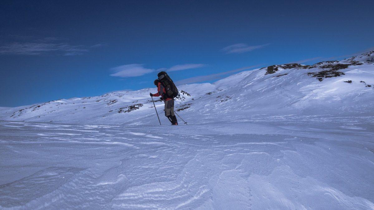 Sorprendido por el mal tiempo: un noruego intenta evitar la cuarentena esquiando 40 km desde Suecia