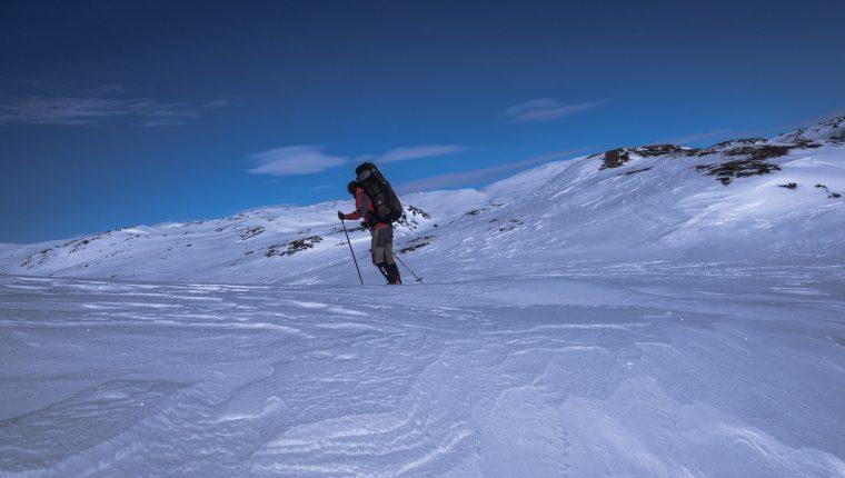 Sorprendido por el mal tiempo, el esquiador, de unos 50 años, se halló en dificultades en recorridos. (Foto Prensa Libre: Pixabay)