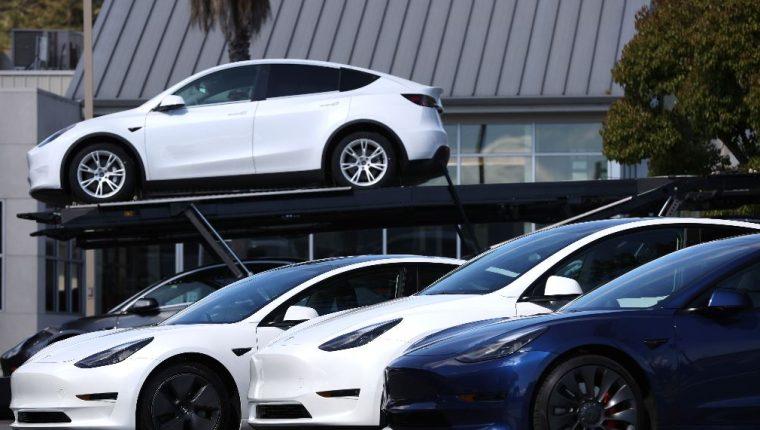 Un automóvil moderno puede tener con facilidad más de 3000 chips. (Foto Prensa Libre: AFP)