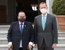 El Rey Felipe VI recibe al presidente de Guatemala, Alejandro Giammattei, en su visita oficial a Madrid, España. (Foto Prensa Libre: @CasaReal)