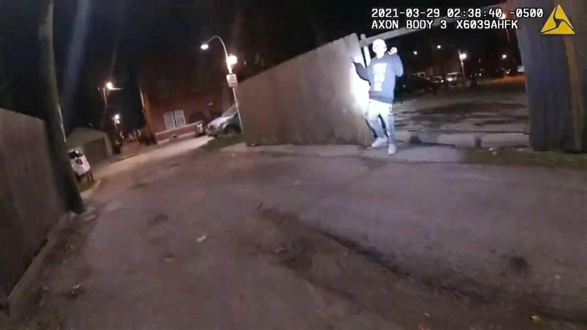 """""""Fue una tragedia increíblemente dolorosa"""": El caso del niño latino que tenía las manos arriba cuando un policía de Chicago lo mató"""