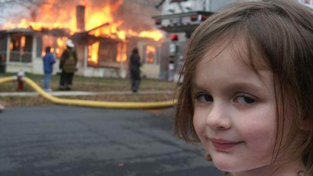 """""""Disaster girl"""" ha sido uno de los memes más compartidos en internet. (Foto Prensa Libre: Twitter)"""