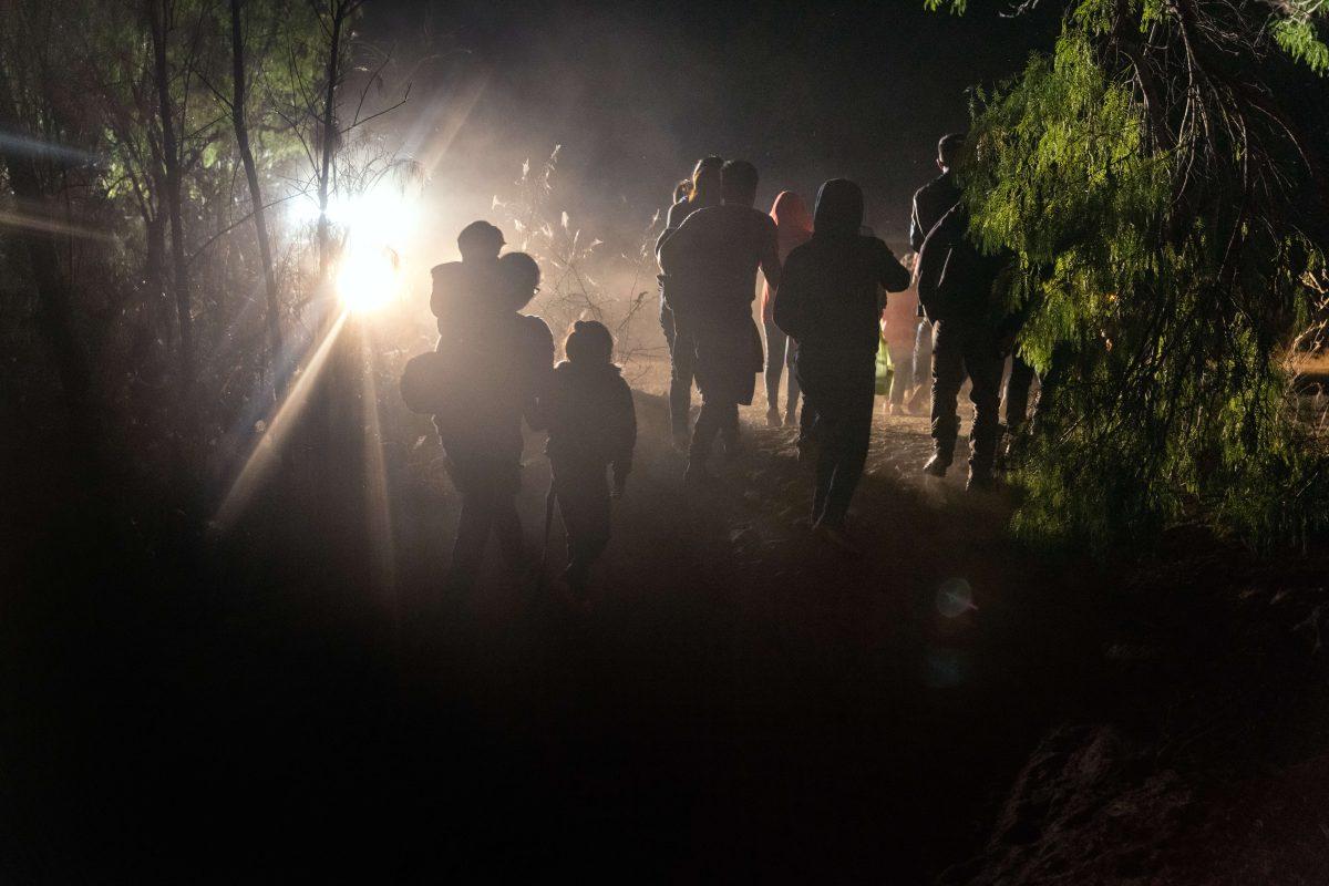 Las dramáticas imágenes de cientos de migrantes que llegan a la frontera y buscan un sueño en Estados Unidos
