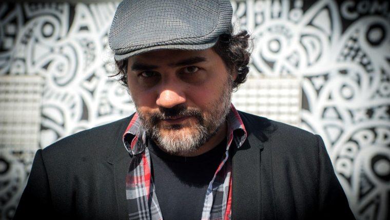Hernán Vera Álvarez, narrador y dibujante argentino radicado en EE. UU., es el autor del poema dedicado al covid-19. (Foto Prensa Libre: EFE)