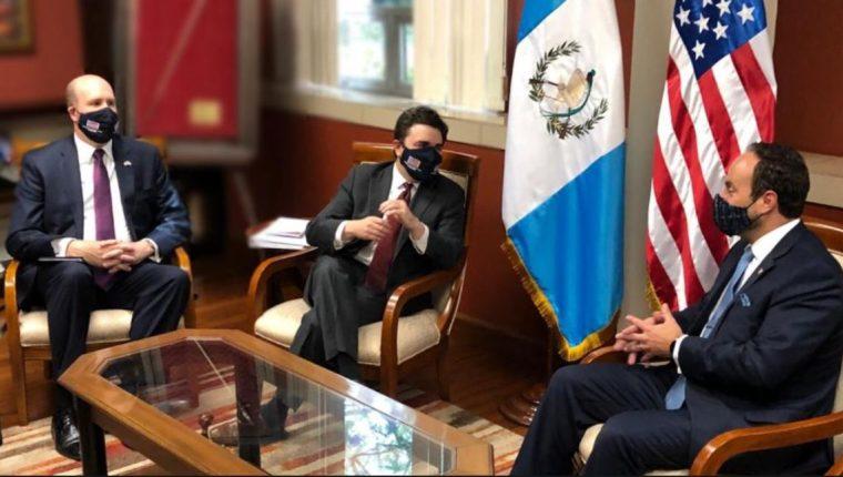 El enviado especial de EE. UU. para el Triángulo Norte, Ricardo Zuñiga, sostiene una reunión con el canciller Pedro Brolo. (Foto Prensa Libre cortesía: Minex)