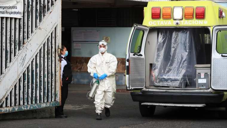 El Hospital General San Juan de Dios es uno de los que ya no tiene espacio para atender a pacientes covid-19 en estado crítico. (Foto Prensa Libre: Hemeroteca PL)