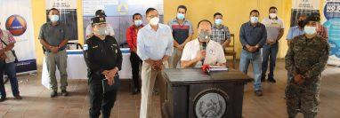 Autoridades de Suchitepéquez anuncian las restricciones para ese departamento. (Foto: Marvin Tunchez)