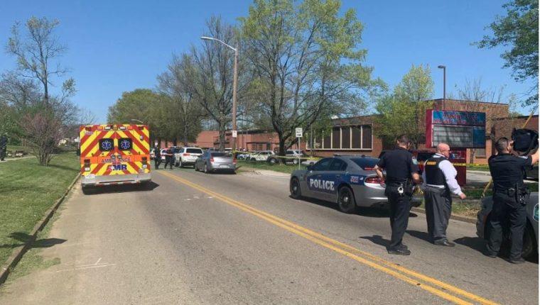 La balacera desató el pánico en una escuela de Tennessee. (Foto Prensa Libre: EFE)