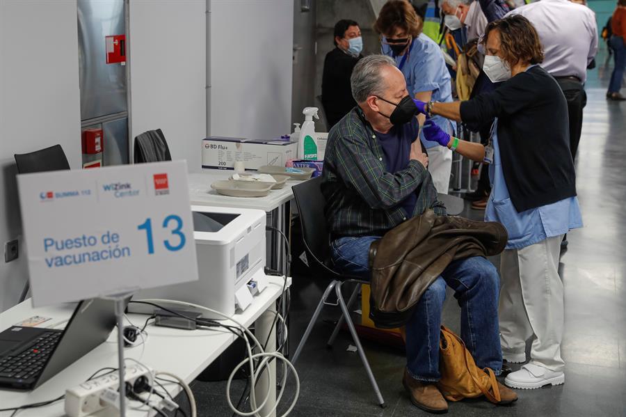 La OMS dice que todavía no hay datos para recomendar combinación de vacunas