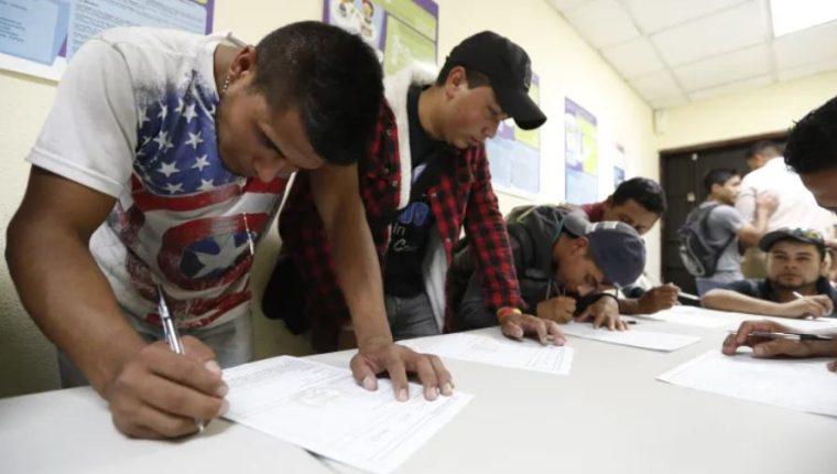 En el 2019 unos 38 mil guatemaltecos llenaron el formulario para optar al programa de migración laboral. (Foto Prensa Libre: Hemeroteca)