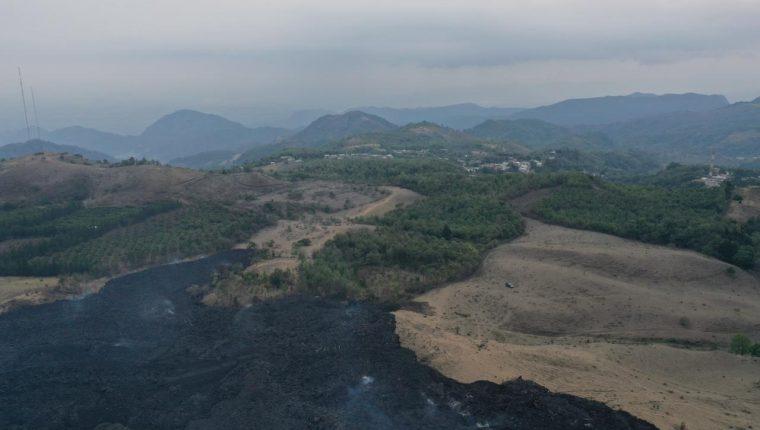 Vista desde dron del avance de la lava del Pacaya y la proximidad de comunidades El Patrocinio y El Rodeo. (Foto: Fernando Cabrera)