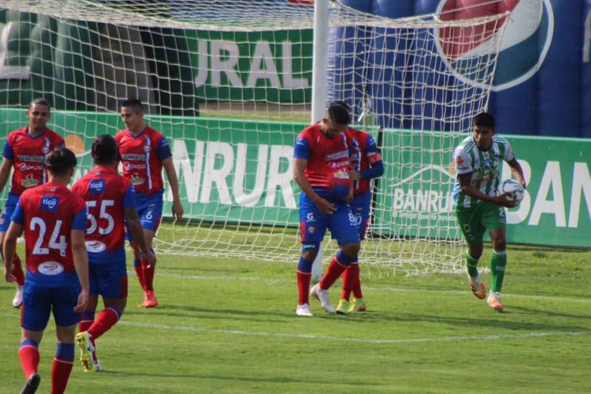 Xelajú MC supera a Antigua y pone fin a una racha de siete juegos sin ganar