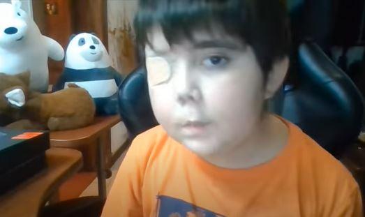 Tierno gesto: Redes sociales cumplen el sueño de niño con cáncer de ser youtuber famoso