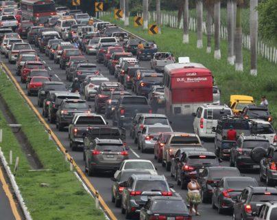 Galería: entre atascos vehiculares, guatemaltecos retornan del descanso de fin de semana