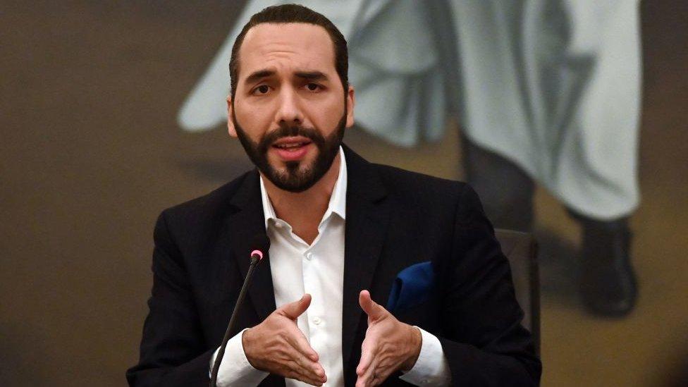 """Nayib Bukele, el presidente """"del cambio"""" al que acusan de dar un """"golpe"""" a la Corte Suprema de El Salvador"""