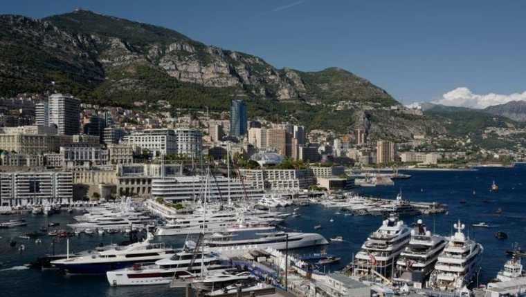 Unos superyates anclados en Mónaco, uno de los html5-dom-document-internal-entity1-quot-endpuertos clásicos del glamourhtml5-dom-document-internal-entity1-quot-end.