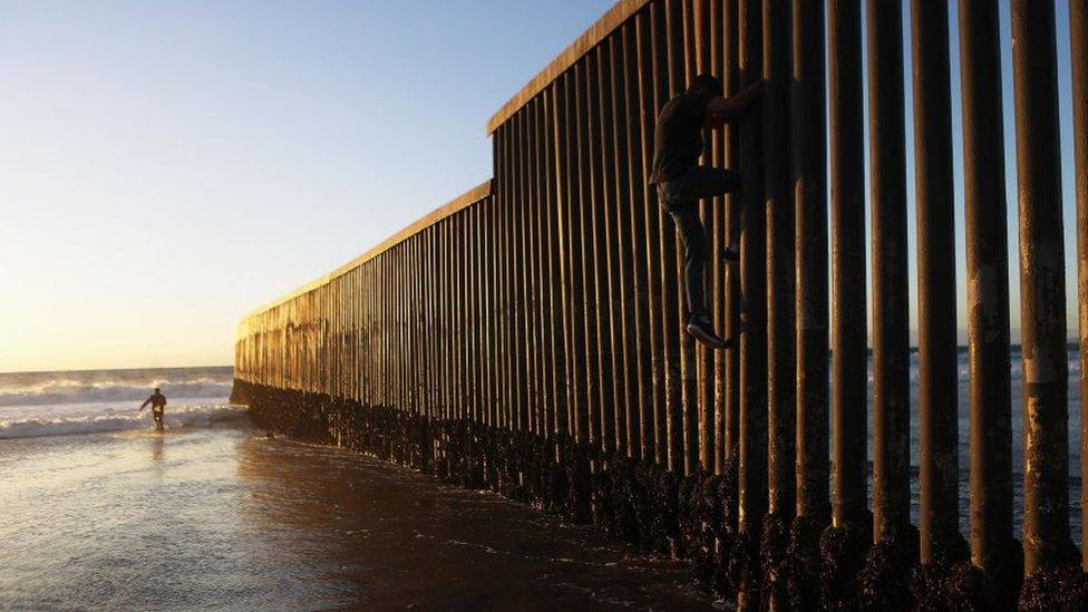 Cómo es la peligrosa ruta por el mar de migrantes que buscan llegar a EE. UU. por el Pacífico