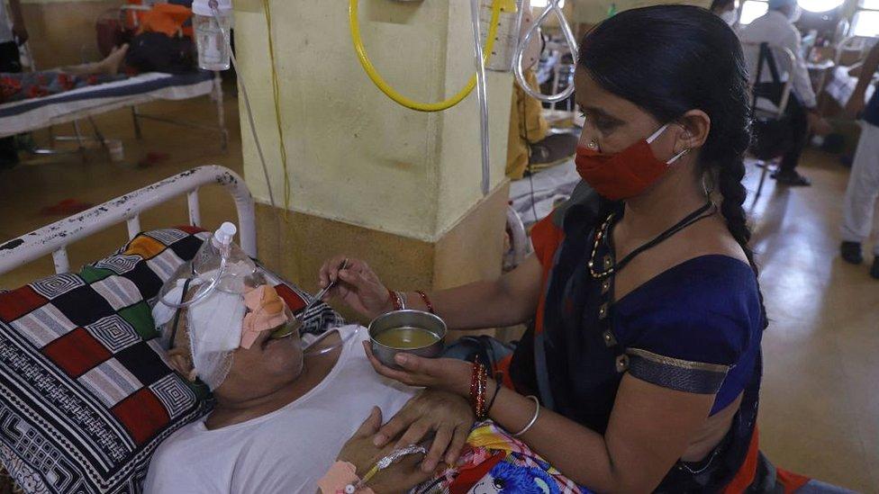 """Hongo negro   """"Un desafío mayor que el coronavirus"""": India reporta casi 9.000 casos de mucormicosis, la rara infección que afecta a pacientes recuperados de covid-19"""