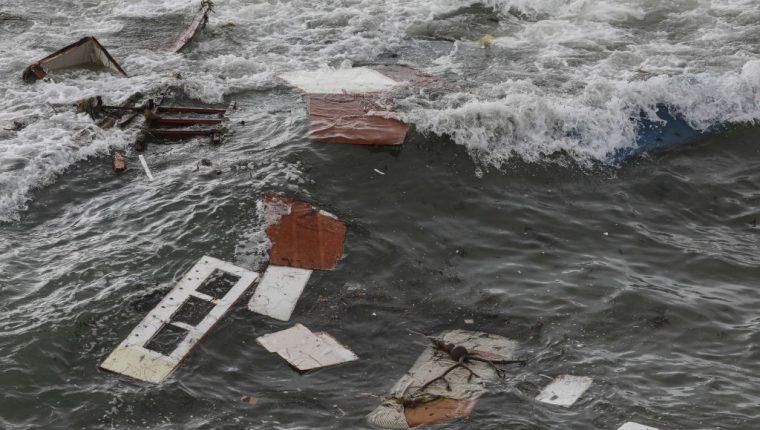 Restos del bote accidentado en San Diego, California. (Foto Prensa Libre: AFP)