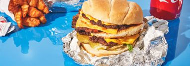 Jimmy Donaldson, conocido como Mr. Beast en YouTube, ha vendido más de un millón de hamburguesas. (Adam Friedlander para The New York Times)