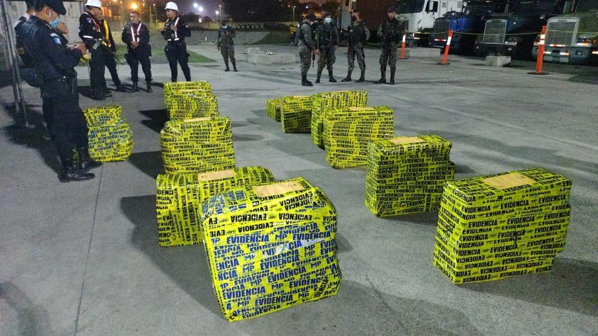 Incautan en Puerto Quetzal 619 paquetes de cocaína provenientes de Ecuador