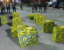Autoridades resguardan los paquetes de droga incautados. (Foto: Ministerio Público)