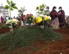El niño Élmer Estuardo Pérez fue enterrado este viernes en Patzún. (Foto Prensa Libre: Fernando Cabrera)