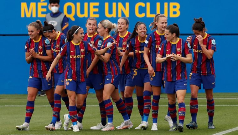 Las jugadoras del FC Barcelona celebran el segundo gol conseguido ante el PSG. (Foto Prensa Libre: EFE)