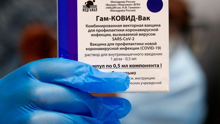 El primer lote de 50 mil dosis de la vacuna Sputnik V llegará a Guatemala el miércoles 5 de mayo. (Foto Prensa Libre: EFE)