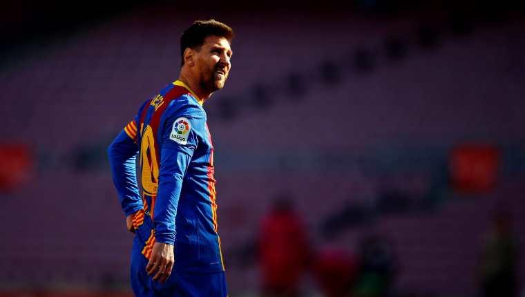 El jugador del FC Barcelona Leo Messi durante un juego ante el Atlético de Madrid. Ahora mantiene en vilo al mundo del futbol debido a su renovación o no con el Barsa. Foto Prensa Libre: EFE.