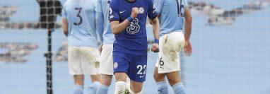 Hakim Ziyech, del Chelsea, celebra después de anotar contra el  Manchester City en el partido de la Premier League. (Foto Prensa Libre: EFE).