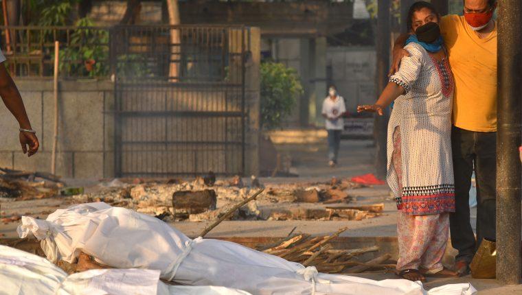 Las muertes por coronavirus en India no ceden. (Foto Prensa Libre: EFE)