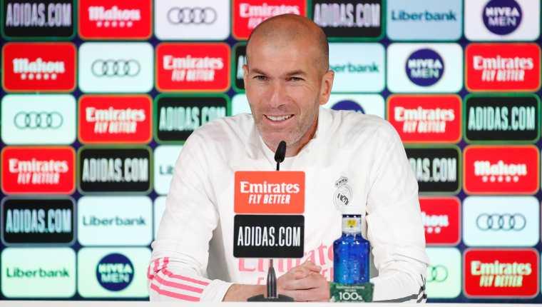 El técnico francés del Real Madrid, Zinedine Zidane, no fue claro sobre su futuro con el Real Madrid a falta de dos partidos para el final de la Liga. (Foto Prensa Libre: EFE).