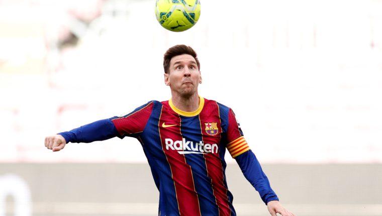 Hasta ahora es incierto el futuro de Leo Messi para seguir en el FC Barcelona debido a las restricciones económicas que impone Fifa y LaLiga a cada equipo. Foto Prensa Libre: EFE.