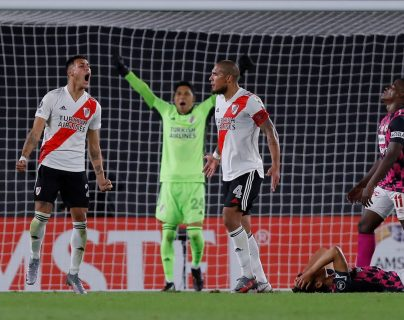 Un heroico River Plate, con Enzo Pérez de portero, gana 2-1 a Santa Fe en la Libertadores