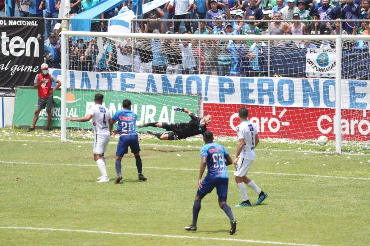 Mauricio Tapia: el técnico crema es el principal señalado tras la goleada en Santa Lucía y aficionados piden su renuncia