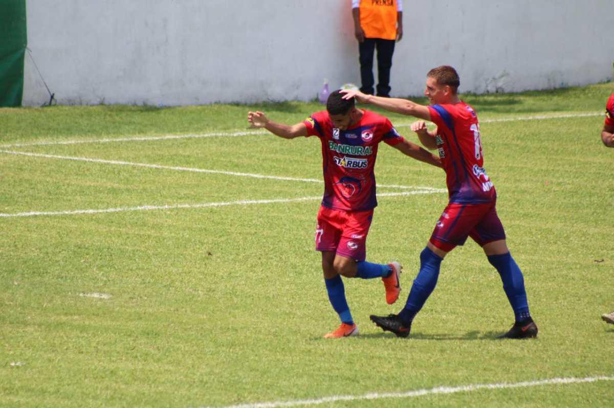 Iztapa le gana 3-1 a Municipal en la ida de cuartos de final y aficionados señalan a Sebastián Bini
