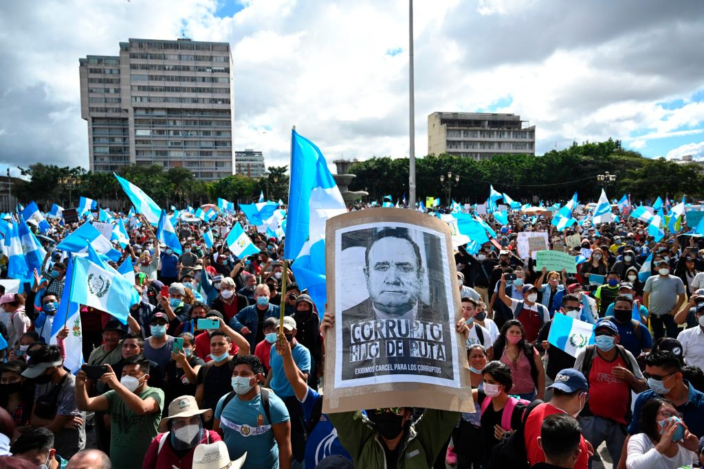 La forma en la que se gestionó el presupuesto desde el Congreso en 2020 generó protestas ciudadanas y malestar. (Foto Prensa Libre: Hemeroteca)