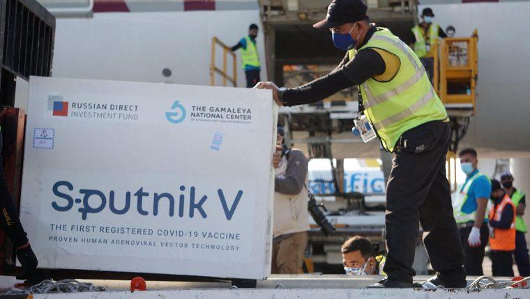 La ministra de Salud había anunciado el ingreso de la vacuna rusa contra el covid - 19 para este fin de semana en Guatemala, pero ahora se desconoce la nueva fecha de ingreso. Fotografía: AFP.
