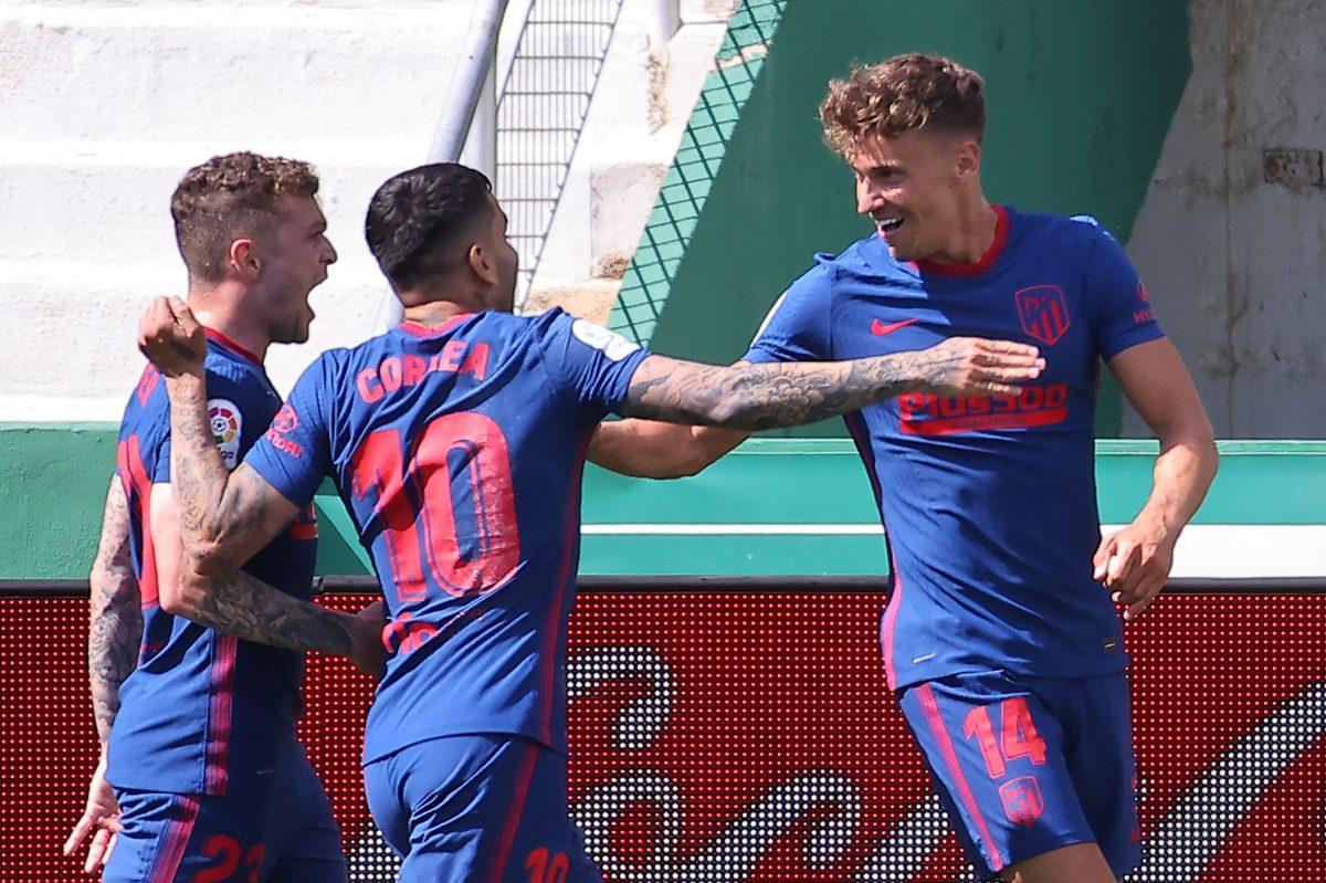 Llorente y el poste protegen el liderato del Atlético en Elche