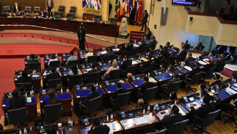 La nueva Asamblea está controlada por el partido de Bukele. (Foto Prensa Libre: AFP)