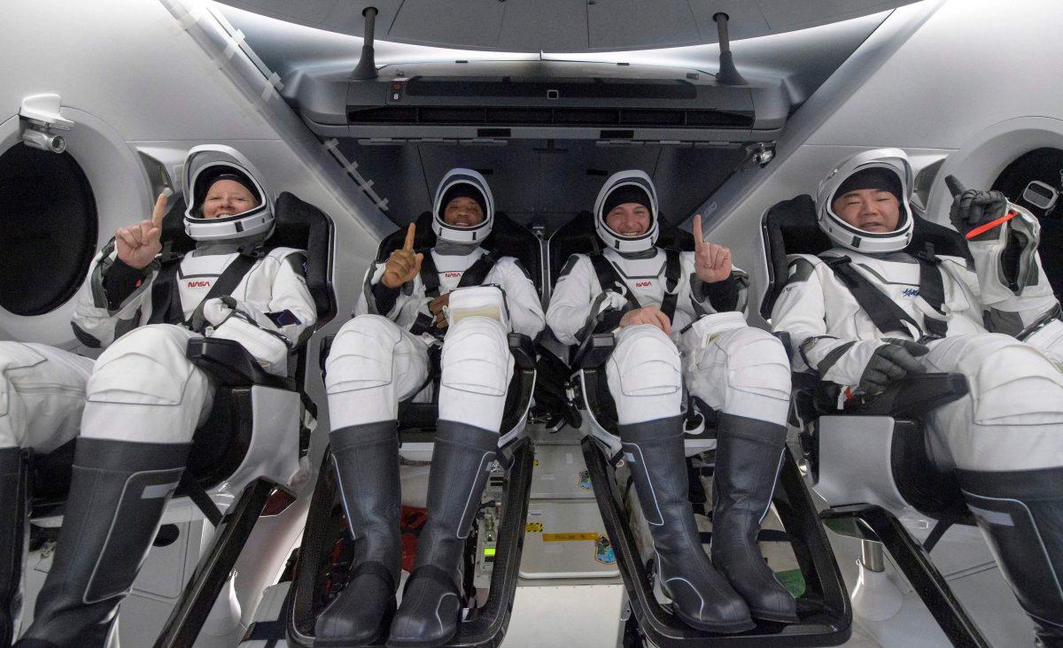 Concluye primer viaje comercial tripulado de la NASA