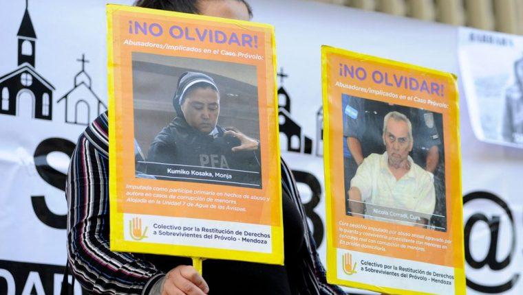 Familiares de las víctimas piden justicia. (Foto Prensa Libre: AFP)
