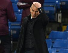 El técnico del Real Madrid, Zinedine Zidane, se lamente durante el partido contra el Chelsea. (Foto Prensa Libre: AFP)