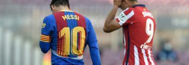 Messi y Suárez durante el partido del Barcelona y el Atlético de Madrid que finalizó igualado. (Foto Prensa Libre: AFP).