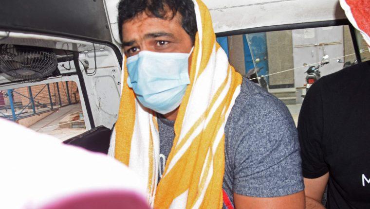 Sushil Kumar, en el momento que es arrestado por la policía debido cargos de asesinato. (Foto Prensa Libre: AFP)
