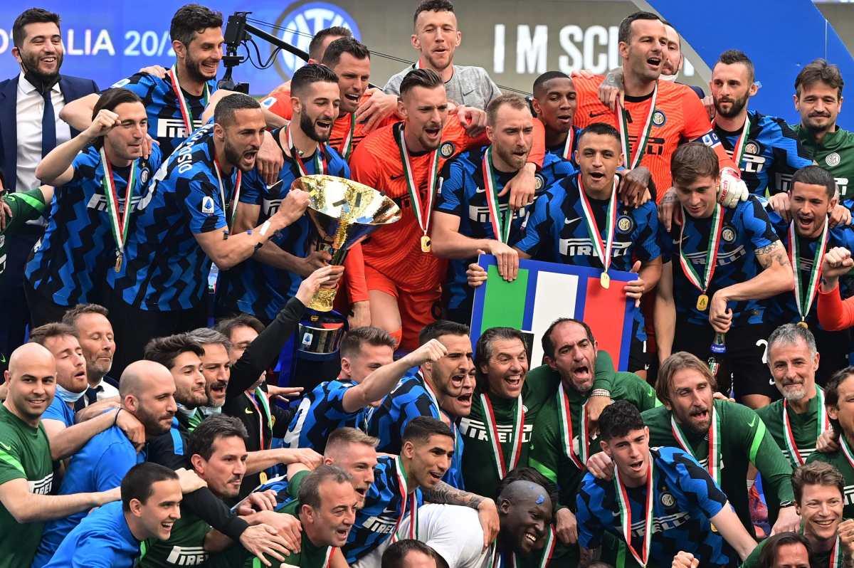 El Inter y su afición celebran el título con una goleada ante el Udinese